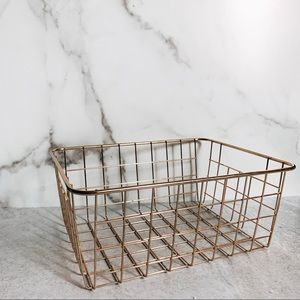 Other - WIRE GRID ROUNDED EDGE METAL BASKET